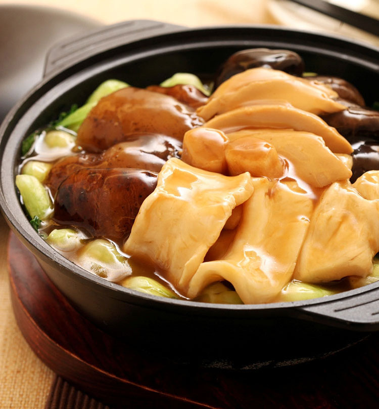 Braised Abalone with Assorted Dried Seafood in Claypot, 鲍鱼一品海味煲