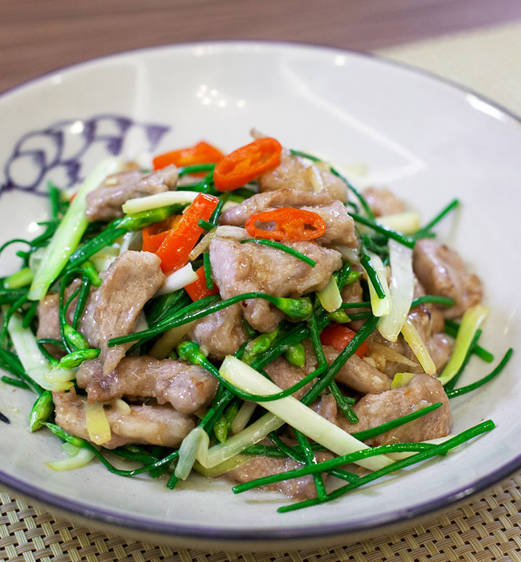 Stir Fried Iberico Pork with Chives & Chive Flowers, 韭韭黑豚滑肉条