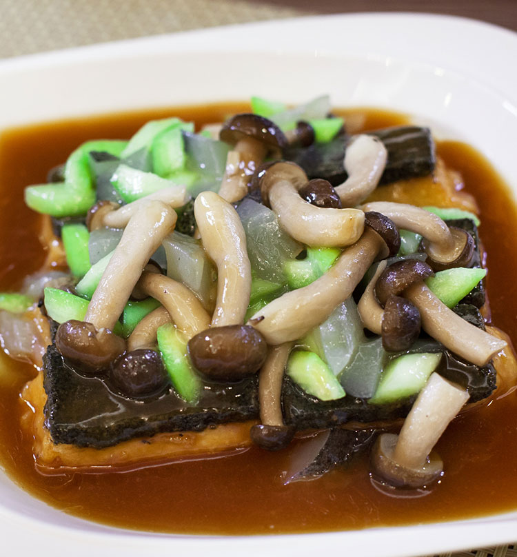 "Stewed Black Sesame Bean Curd with ""Gui Hua"" Sea Cucumber, 桂花黑金豆腐"